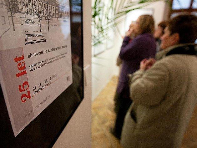 Výstavu plnou fotografií a dokumentů, věnovanou Klubu přátel muzea, otevřeli v České Lípě v sobotu.
