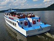 Výletní loď Máj na Máchově jezeře.
