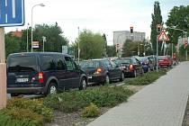 Kolona aut na křižovatce mezi Špičákem a Severem