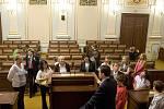 Školáci z Kravař zavítali do Parlamentu ČR na osobní pozvání šéfky sněmovny Miroslavy Němcové do Parlamentu ČR.