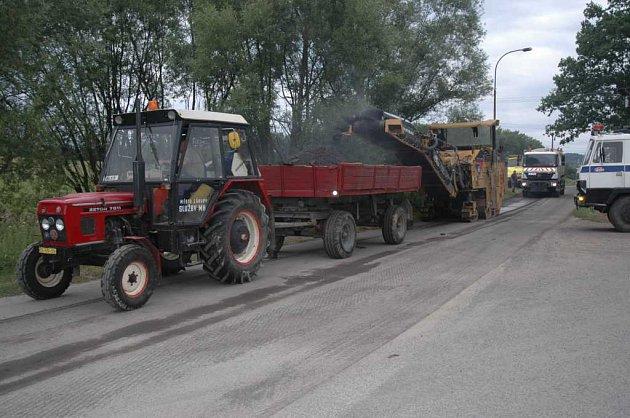 Opravuje se silnice v Nových Zákupech