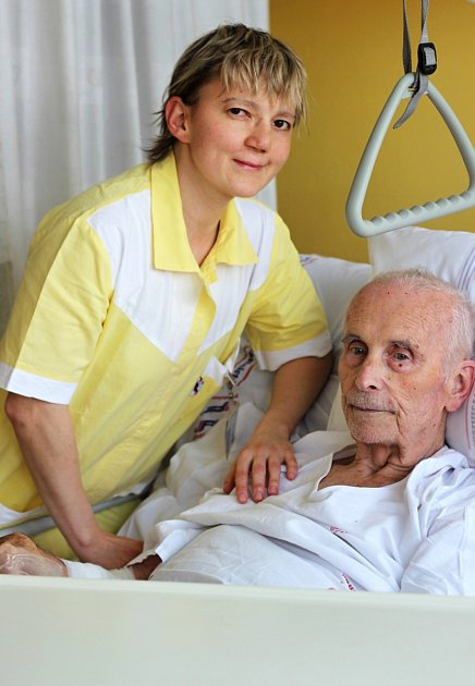 Ošetřovatelka Božena Pavlasová je čerstvou mistryní republiky vkarate a má doma medaili ize světového šampionátu.