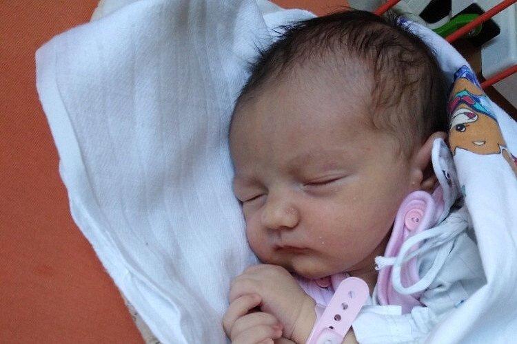 Mamince Marcele Harychové se v pátek 4. září ve 21:01 hodin narodila dcera Eliška Harychová. Měřila 51 cm a vážila 3,40 kg.