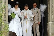 Kostel sv. Zikmunda, který si pro svůj velký den vybrali Tomáš a Erika, nyní už manželé Fantovi, hostil svatbu po dlouhých 50 letech.