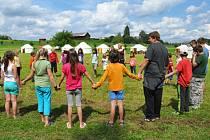V Brništi probíhá zajímavý tábor, děti zde bydlí v jurtách. V pátek odjedou a na místě začne každoroční festival věnovaný neobvyklému obydlí.