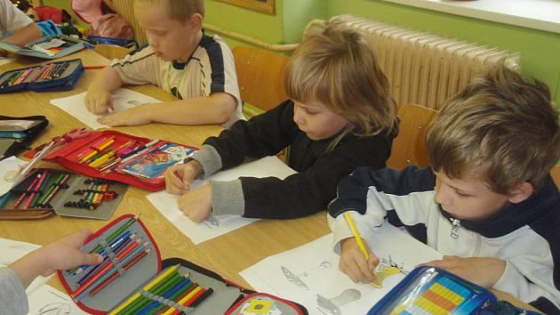 Základní škola v Dubé představuje spádovou školu pro celou oblast.