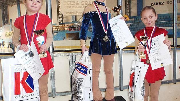 Druhé a třetí místo ve 32. ročníku Zlaté brusle Lovosice vybojovaly Kateřina a Lucie Hadravovy.