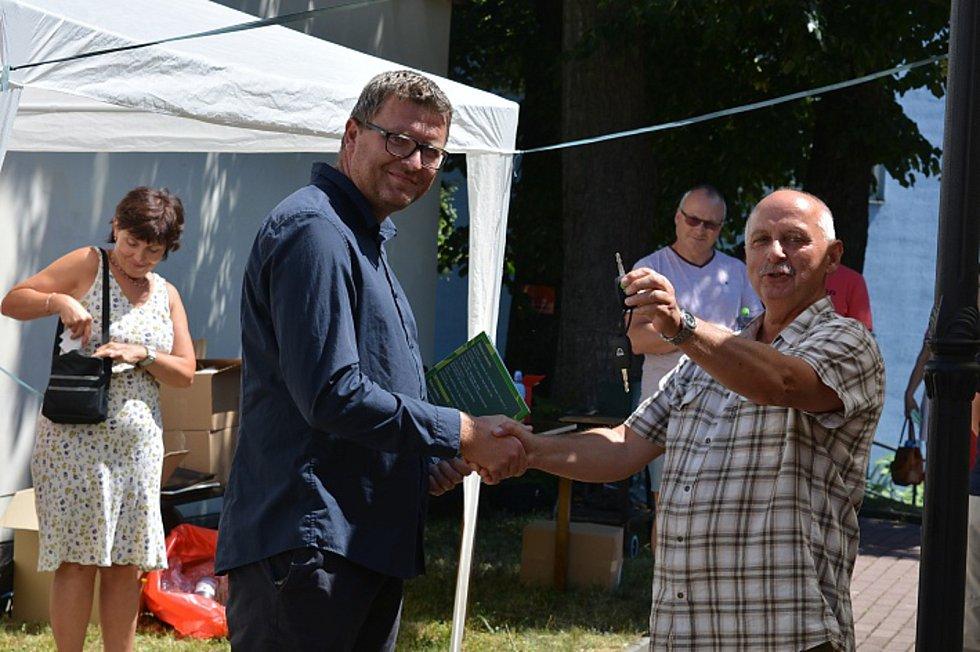 Zcela nový vůz značky Dacia Dokker mohou nyní využívat pracovníci a klienti příspěvkové organizace Sociální služby města Nový Bor.