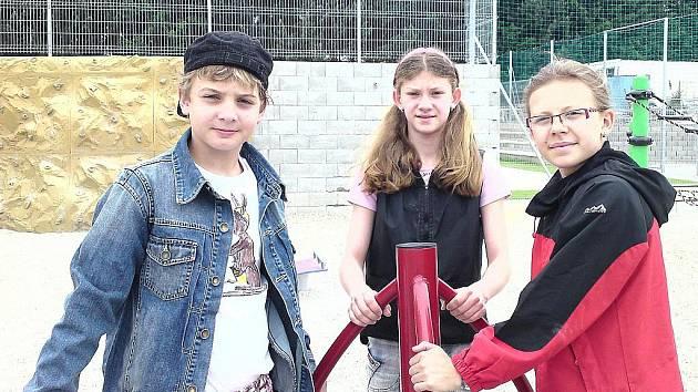 Trojice jedenáctiletých plavců České Lípy Richard Mígl, Adéla Kopecká a Nikol Pekárková zaplavala v Domažlicích velmi slušné výkony.
