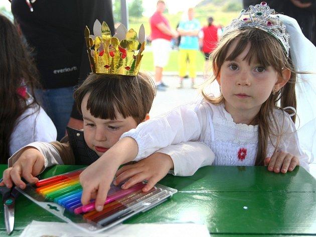 """V rámci akce """"Pohádková Panská skála"""" hostily Varhany slet králů a princezen."""