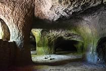 Nedaleko Cvikova jsou obří podzemní prostory, které vznikly dolováním brusného písku.