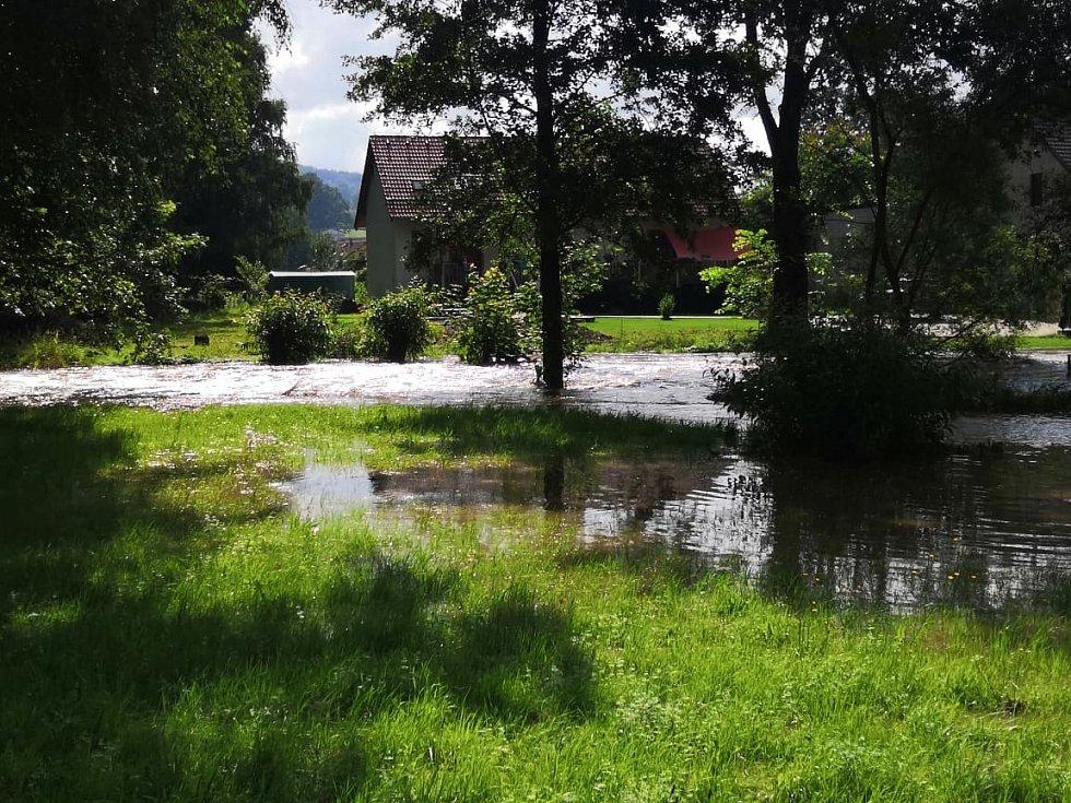 Řeka Svitávka v Zákupech.