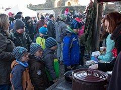 Dobročinných topinek se na hradě prodalo 446 kusů.