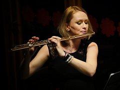 Zahajovací večer řady se ve své hudební části nesl v ryze dámském tónu díky Kalabis Quintetu.