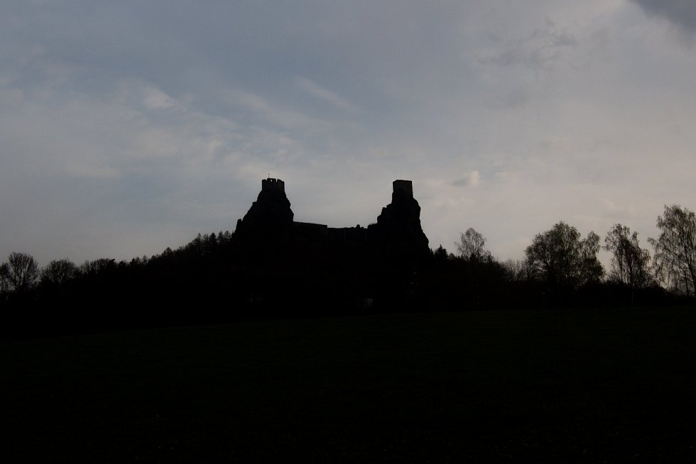 Zřícenina gotického hradu Trosky v Českém ráji.