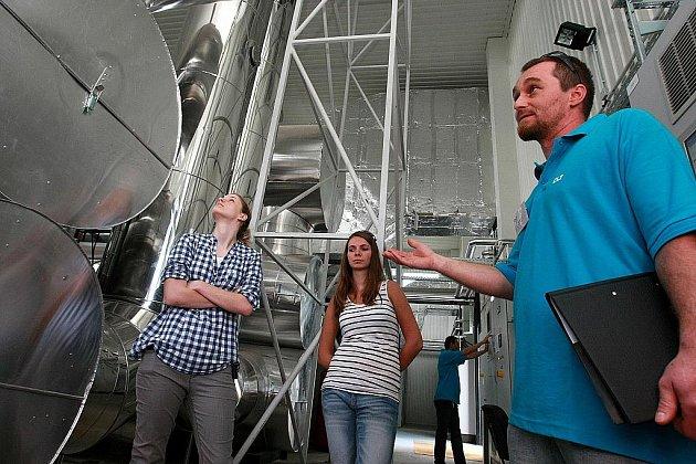 V průběhu prohlídky se návštěvníci dozvěděli, jak fungují nové kogenerační motory, které vyrábí z elektřiny teplo.