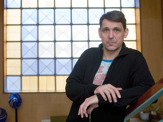 Výtvarný umělec Pavel Kopřiva je od 1. března ředitelem Střední uměleckoprůmyslové školy sklářské v Kamenickém Šenově.