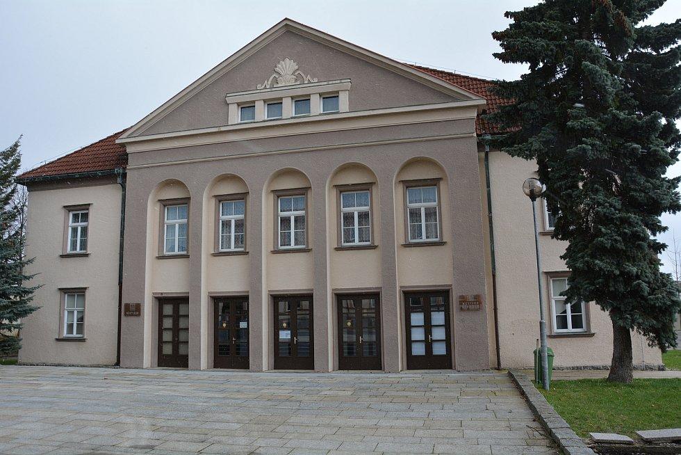 Městské divadlo v Novém Boru - právě zde bude v nejbližších dnech otevřeno druhé očkovací centrum na českolipském okrese.