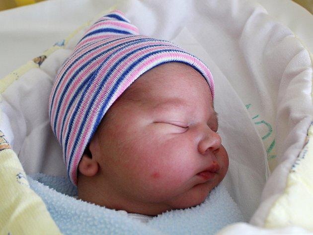 Mamince Tereze Šlambovové z Jestřebí se v pondělí 3. července v 14:54 hodin narodil syn Alex Šlambov. Měřil 50 cm a vážil 3,38 kg.