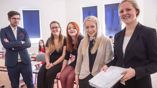 Ve středu po poledni začaly i na českolipských středních školách státní maturity.