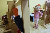 Ve zdech původní Mateřské školy v Dubí naměřila hygiena zvýšenou koncentraci zakázaného azbestu.