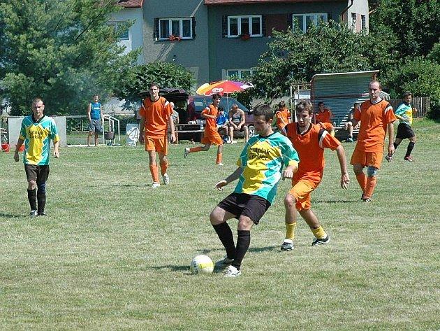 Domácí tým při utkání s Dubnicí.