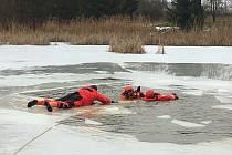 Hasiči cvičili na ledě