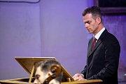 Zaplněný kostel sv. Petra a Pavla v Mimoni byl v neděli odpoledne svědkem jedinečného zážitku v podobě legendární skladby Loutna česká v podání souboru Ensemble Inégal.