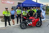 Nedávno proběhla v obci Deštná u Dubé na Českolipsku dopravně-bezpečnostní akce zaměřená na řidiče motocyklů ve spolupráci policie a zástupců BESIP.