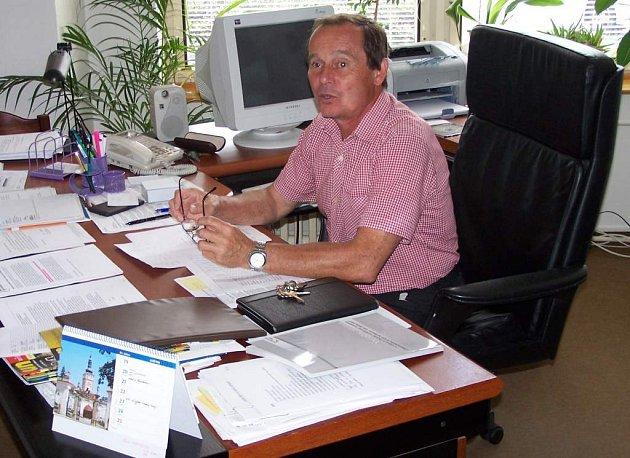 Učitelé neodcházejí ze školství kvůli penězům, říká ředitel českolipského gymnázia Stanislav May.