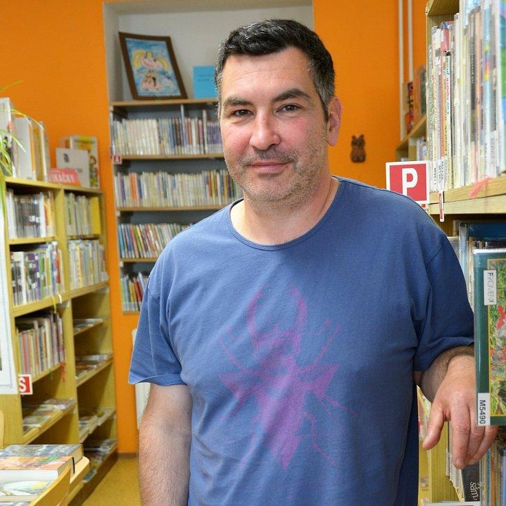 Tomáš Vlček, 46 let, ředitel Městské knihovny Cvikov.