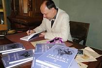 Kniha autora Martina Aschenbrennera je pokračováním stejnojmenné knihy, která vyšla před čtyřmi lety.
