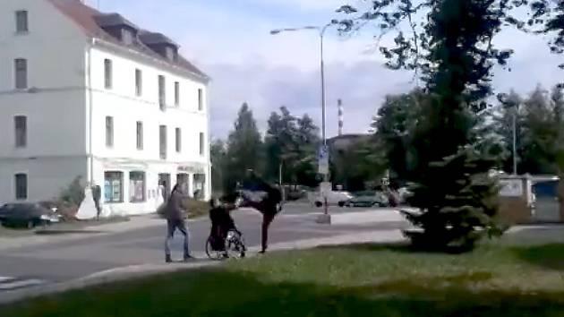 Mladík natočil u OD Andy přepadení.