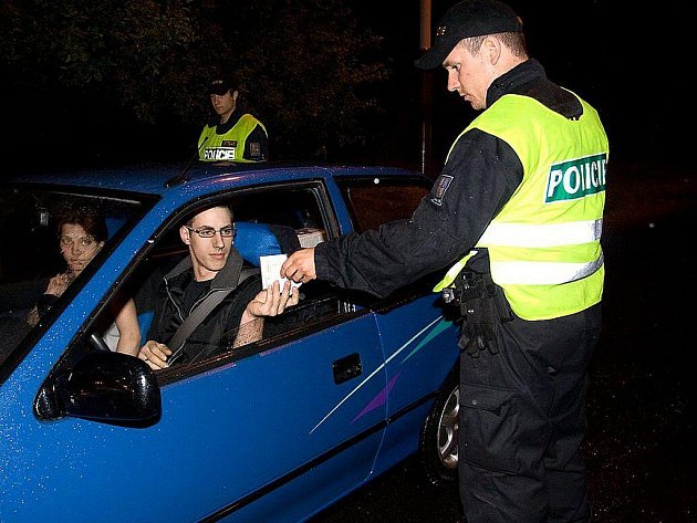 Víkend bez tolerance proběhl v České Lípě. Policisté zkontrolovali přes 200 vozidel a odhalili 12 řidičů pod vlivem alkoholu.