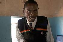 Pod sluncem tma. Dva čeští experti elektrifikují nemocnici a školu v odlehlé zambijské osadě.