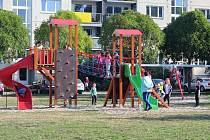 Nové dětské hřiště v ulici Okružní.