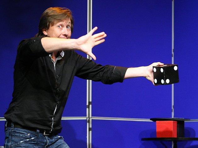 Během finálového večer vystoupil kouzelník Pavel Kožíšek.