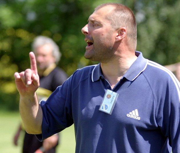 Trenér Michael Šimek.
