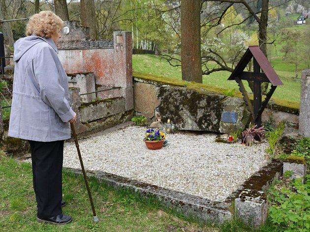 Neokázalý hrob velkého umělce.