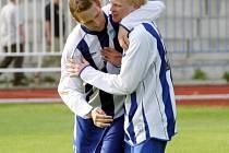 Kapitán Petr Silný (vlevo) a Mirek Horáček už mohou hrát v klidu. Česká Lípa sice podlehla Hrádku, avšak postup do divize jí nikdo nevezme.