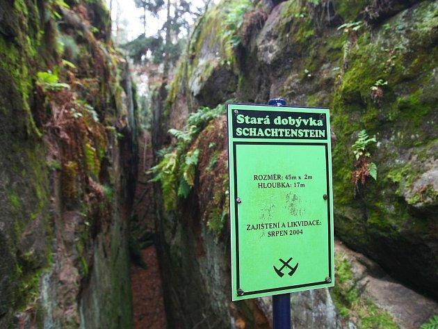 Důlní dílo na kopci Schachtstein převzal vpátek Hornicko historický spolek pod Ralskem, aby jej mohl opravit a zpřístupnit veřejnosti. Zatím je do něj vstup všemi cestami zakázán.