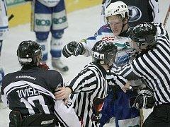 Jablonečtí Vlci dokázali na domácím ledě ve středu večer porazit HC Česká Lípa 4:3 a posunout se v tabulce před svého soka.
