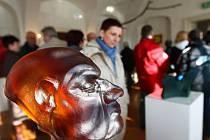 Výstava pedagogů, která od začátku dubna probíhá ve Sklářském muzeu v Kamenickém Šenově, pomohla k jeho plnému otevření, tedy i o víkendech.