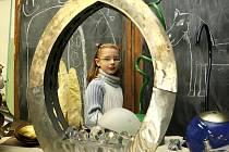 Celou budovu, dílny, ateliéry a galerii školy mohli lidé navštívit během sobotního Dne otevřených dveří ve Střední umělecko-průmyslové škole v Kamenickém Šenově. Některé techniky si příchozí mohli sami vyzkoušet, čehož využily hlavně děti.
