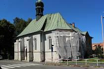 Kostel svaté Máří Magdalény už zažil lepší časy. Po opravě fasád by mohl být výraznou dominantou centra České Lípy.
