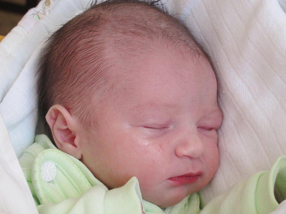 16.Mamince Petře Říhové ze Starých Splavů se 13. září ve 22:57 hod. narodil syn Adam Karel Říha. Měřil 47 cm a vážil 2,86 kg.