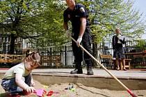 Policisté hledají použité stříkačky