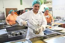 Speciální diety vaří v kuchyni českolipské nemocnice pod dohledem zkušených nutričních odborníků.