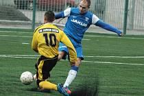 První přípravný zápas v letošním roce odehráli fotbalisté českolipského Arsenalu na nové umělé trávě děčínského Junioru. Domácím podlehli vysoko 1:9..