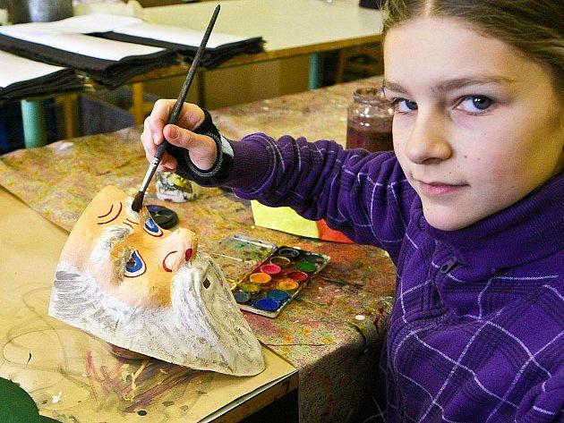 Muzeum masek v Zákupech navštívily děti, které se v průběhu jarních prázdnin účastní příměstského tábora v DDM Libertin v České Lípě.